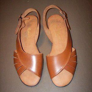 EUC Size 7.5 Women's Leather Sandals Flats Buckle